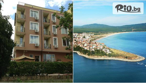 Романтика в Приморско до средата на Септември! Нощувка за ДВАМА, от Къща за гости Ивано  на 200 метра от плажа