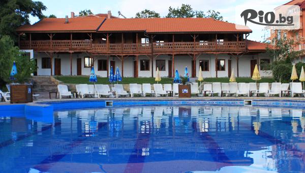 СПА почивка в Хисаря до края на Август! Нощувка със закуска и вечеря + минерални басейни, джакузи и финландска сауна, от Еко стаи Манастира 3*