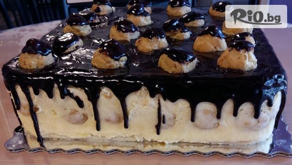 Вкусна еклерова торта 16-18 парчета - бели блатове, пухкав ванилов крем, еклери, покрити с шоколад + БОНУС, от Сладкарница Черешка