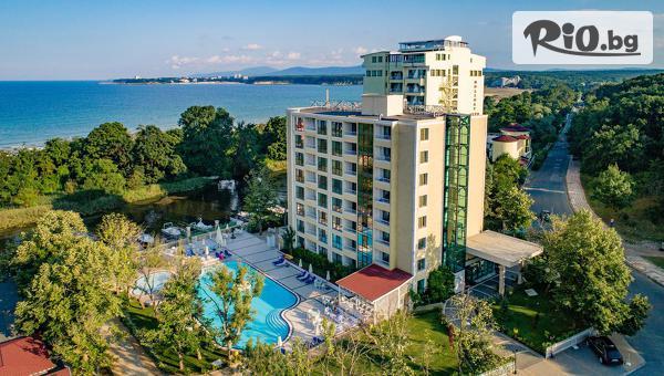 5-звездна почивка през Септември в Приморско! Нощувка на база All Inclusive + външен басейн, чадъри и шезлонги, и Безплатно на дете до 11.99г., от Хотел Перла Роял на 15 метра от Южния плаж