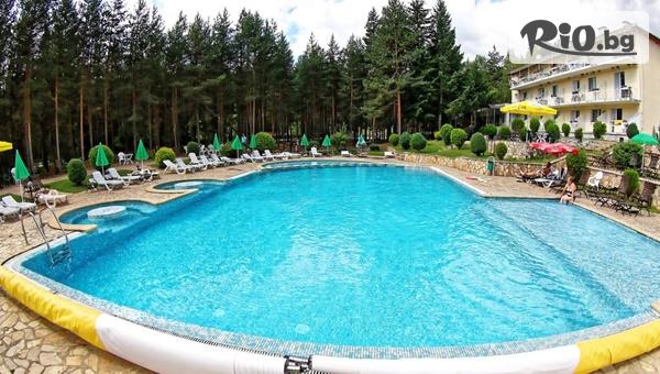 Почивка във Велинград до края на Август! Нощувка със закуска + басейн, от Хотел Зора