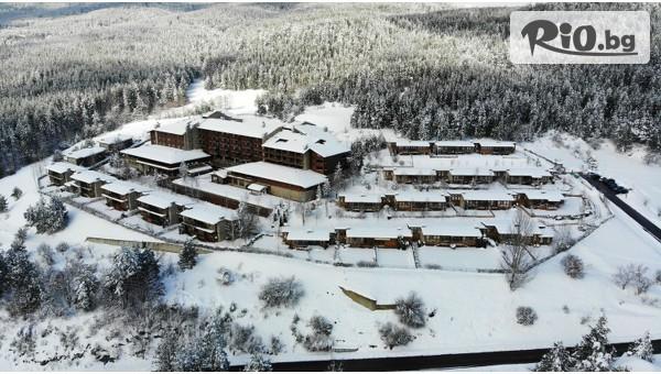 Коледа в Банско! 3 нощувки със закуски и вечери за до трима + празнична вечеря и програма с Дядо Коледа + СПА зона и минерални басейни, от СПА хотел Катарино 4*