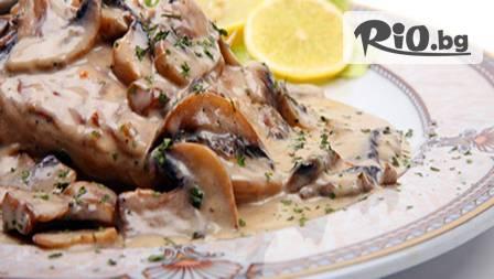 Пилешка пържола с гъбен сос и пюре за 3,90 лв. или плато пилешки вкусотии с картофи соте за 7,99 лв в ресторант