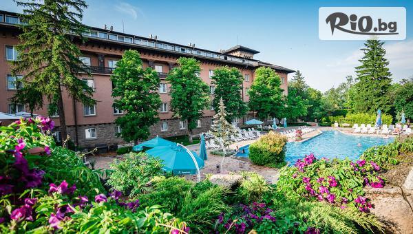 Луксозна почивка във Велинград през Юни! Нощувка със закуска и вечеря за до четирима + СПА, вътрешен и външен басейн, от Спа хотел Двореца