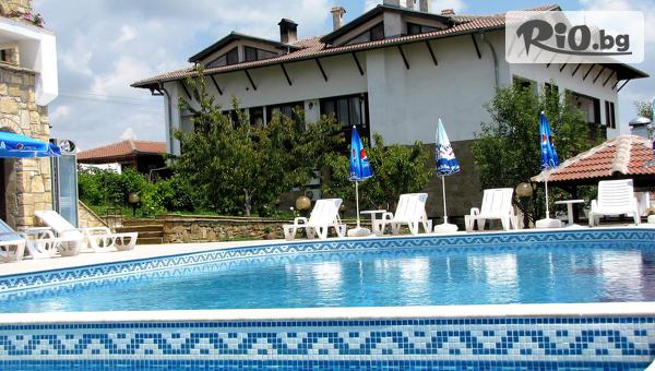Прохладна почивка в Арбанаси през Август! Нощувка със закуска и вечеря + външен басейн, топъл релакс басейн и парна баня, в Хотелски комплекс Винпалас