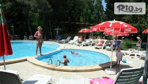 Почивка на 30м от плажа в Несебър! Нощувка на база All Inclusive + басейн, шезлонг и чадър, от Парк Хотел Оазис 3*
