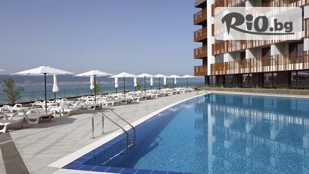 Почивка в Несебър през цялото лято! Нощувка в двустаен апартамент + басейн, шезлонг и чадър, от Апартхотел Парадизо 3*