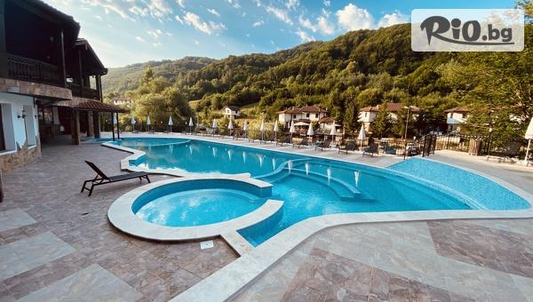 Лятна почивка в Троянския Балкан! 3, 5 или 7 нощувки със закуски и вечери + вътрешен и външен басейн с топла минерална вода и релакс зона, детска анимация, от Алфарезорт Палас Чифлика