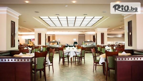 Почивка в Златни пясъци през Януари! Нощувка със закуска или закуска и вечеря в стая с изглед море, от Хотел Лилия 4*