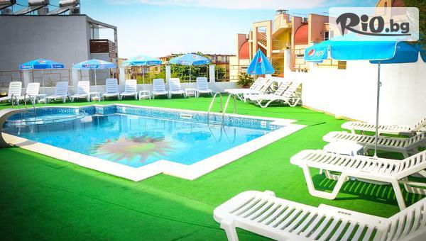 На море в Созопол през Септември! Нощувка със закуска и вечеря, по избор/ + басейн, шезлонг и чадър, от Хотел Аполис 3* на 70м от плаж Хармани