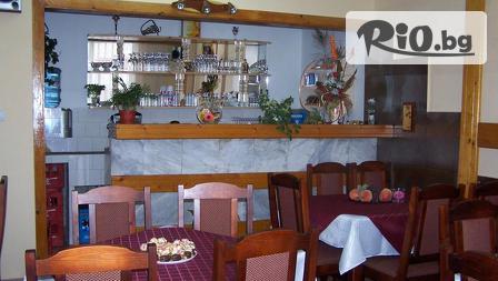 8-ми Декември във Велинград! Нощувка със закуска и вечеря + външно джакузи с топла минерална вода, от Витяз Хаус 3*