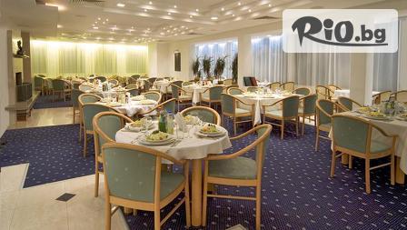 Майски празници в Пампорово! 2 или 3 нощувки, закуски и вечери + басейн и джакузи, от Хотел Финландия 4*