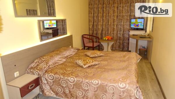 Почивка във Варна до края на Декември! Нощувка в Хотел Виктория 3*