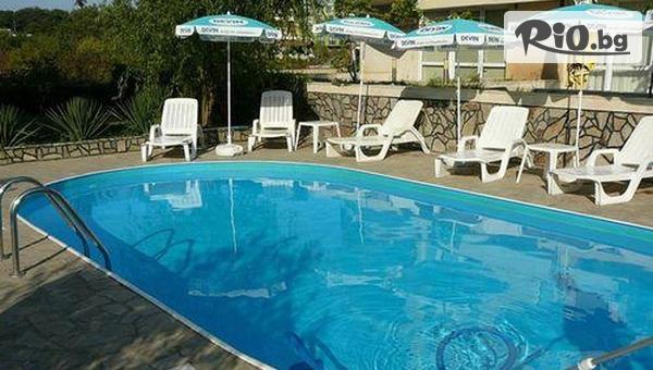 Почивка на 60 метра от плажа в Лозенец! 3 нощувки със закуски и вечери + външен басейн, шезлонг и чадър, от Хотел Атива