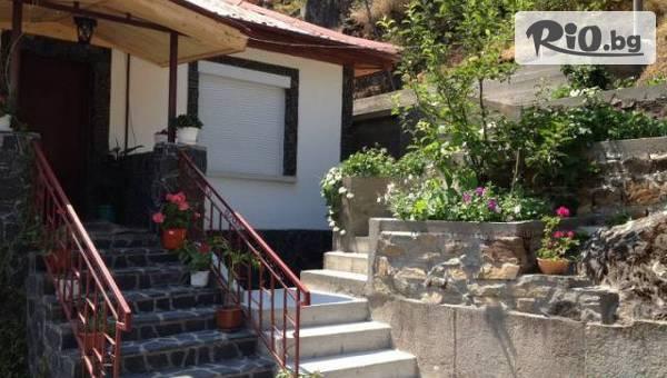 Почивка в Родопите до края на Ноември! Нощувка + родопска закуска и вечеря, от Къща за гости Венци, Дряново