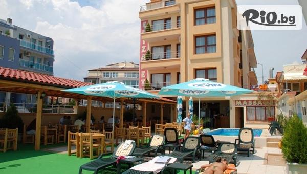Почивка на брега на морето в Несебър! Нощувка в апартамент за до четирима + басейн, шезлонг и чадър, от Елизабет Бийч Хотел 3*
