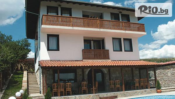 Почивка в Арбанаси през Септември и Октомври! 2 или 3 нощувки със закуски и вечери + външен басейн, от Семеен хотел Арбанашка среща