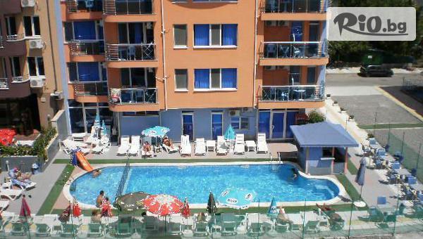 Лятна почивка в Приморско! Нощувка в апартамент + външен басейн, шезлонг и чадър, от Хотел Дара 3*