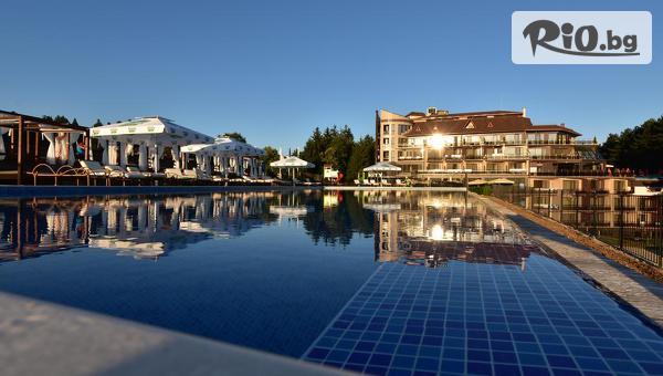 Делнична почивка за ДВАМА във Велинград до края на Октомври! Нощувка със закуска и вечеря + Панорамен Spa център и термални басейни, от Хотел Инфинити Парк и СПА 4*