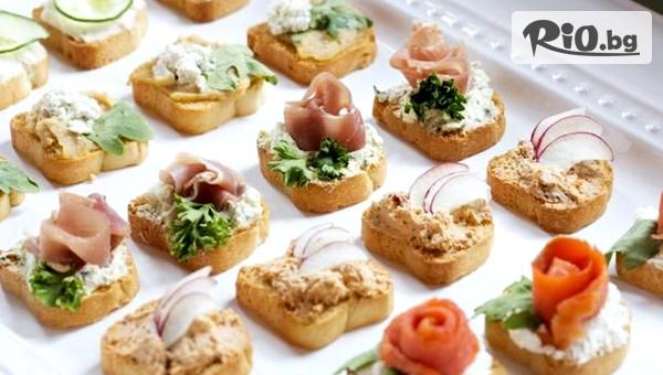 Почерпи с плато хапки - 100, 149 или 170 броя, аранжирани и декорирани за директно сервиране, от Криейтив кетъринг