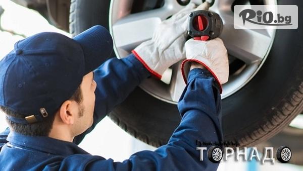 Смяна на гуми 2 броя до 22 цола - сваляне, качване, демонтаж, монтаж и баланс, от Автоцентър Торнадо