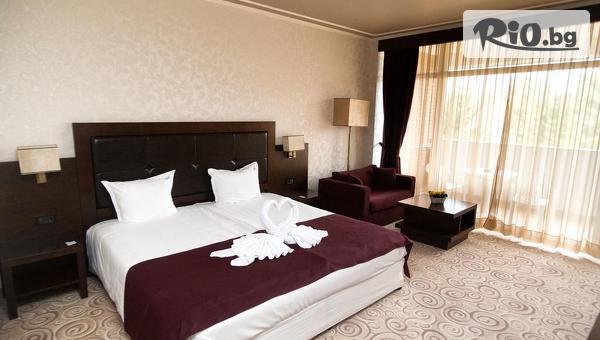 Романтичен СПА пакет в Хисаря! 2 нощувки със закуски и 1 вечеря + Шампанско, Вана Спа и минерален басейн, от СПА хотел Хисар 4*