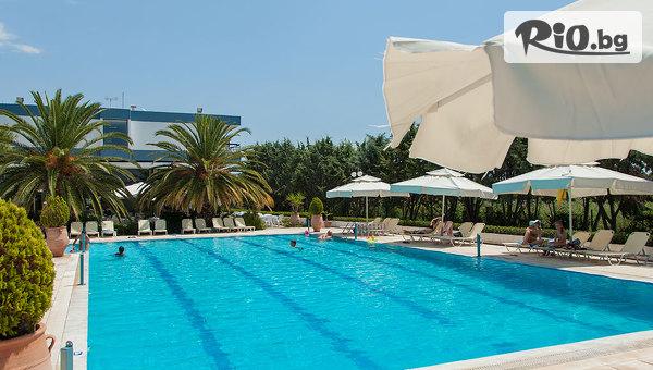 На море в Халкидики, Гърция през Май и Юни! 5 нощувки, закуски и вечери в Kassandra Мare Hotel 3*, от Космополитън Травъл