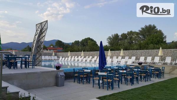 Изгодна лятна почивка в Хисаря! Нощувка в прекрасния Хотел Хелоу Хисар + ползване на външен басейн, шезлонг и чадър