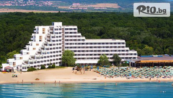 Лятна почивка на брега на морето в Албена! Нощувка на база All Inclusive + чадър и шезлонг на плажа, от Хотел Гергана