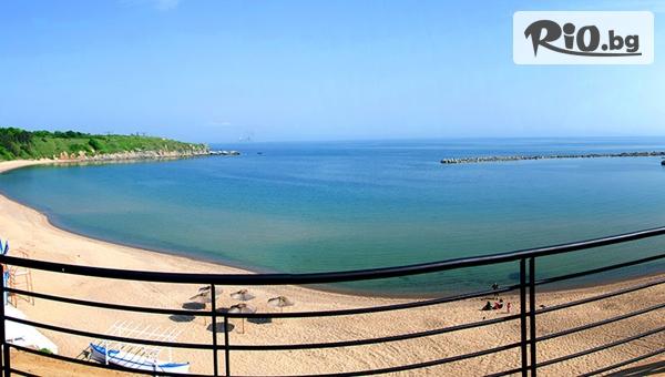 Почивка на брега на морето в Черноморец през Юли и Август! Нощувка със закуска и вечеря + чадър и шезлонг на плажа, от Лост Сити
