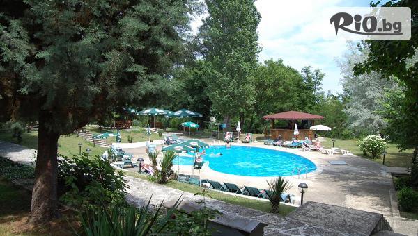 Късно лято в комплекс Чайка до Златни Пясъци! Нощувка на база All Inclusive + басейни, чадър и шезлонг, и безплатно за дете до 12 години, от Парк хотел Здравец 3*