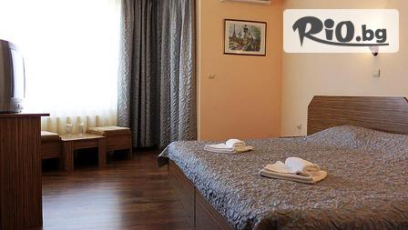 Почивка в Хисаря през Май и Юни! Нощувка със закуска и вечеря + СПА с вътрешен минерален басейн, от Семеен хотел Албена 3*