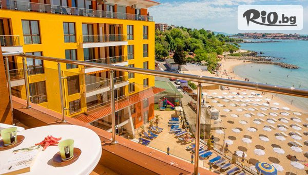 Почивка в Несебър на първа линия на плажа! Нощувка със закуска + външен панорамен басейн, шезлонг и чадър + безплатно за дете до 12 години, от Хотел Мираж