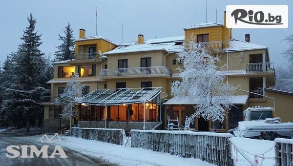Снежна Коледа в Стара планина! 3 нощувки със закуски + 2 Празнични вечери, от Семеен хотел Сима, Беклемето
