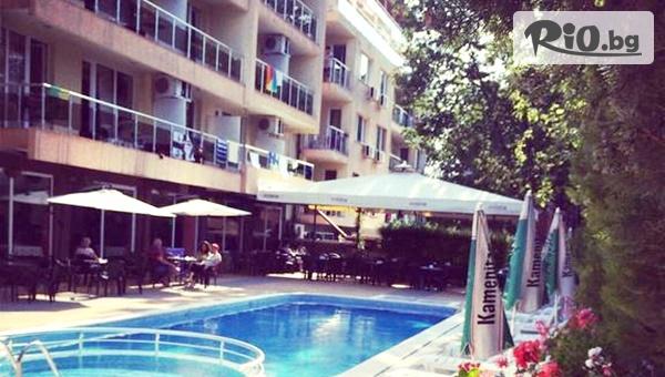Цяло лято на море в Приморско! Нощувка + басейн, шезлонг и чадър, от Хотел Sea Star