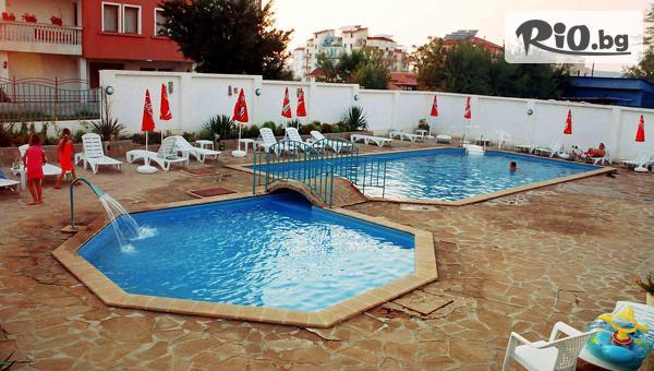 Лятна почивка в Приморско! Нощувка със закуска и вечеря + басейн, шезлонг и чадър, от Хотел Алба фемили клуб