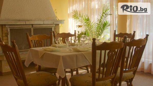 Коледа във Велинград! 2 или 3 нощувки, закуски и вечери /една Празнична за Бъдни вечер и Коледна вечеря/, от Хотел Зора