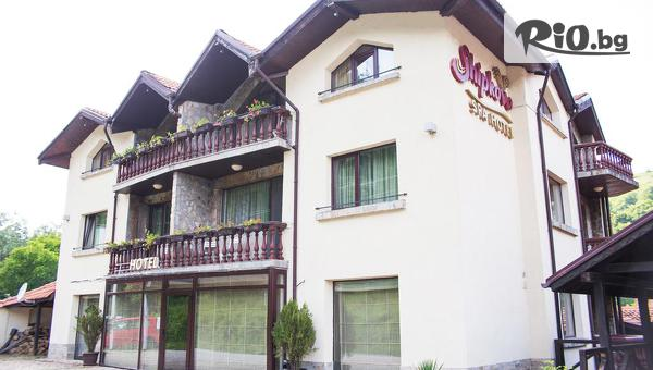 Почивка край Троян! Нощувка със закуска и вечеря + СПА център и горещо минерално джакузи, от СПА хотел Шипково 3*