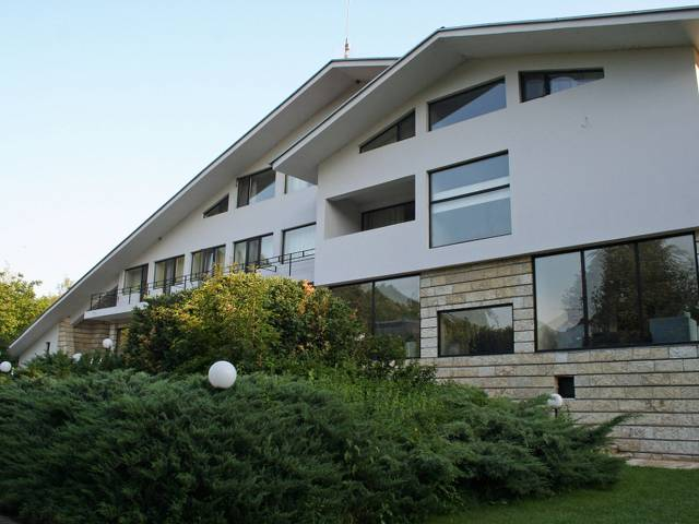 Хотелски комплекс Белия Кон & Рай Галерия #10